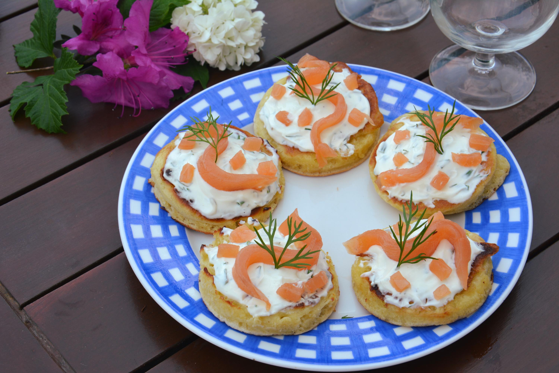Blinis au fromage frais fines herbes et saumon fum id e ap ro au fil du thym - Idee toast apero dinatoire ...