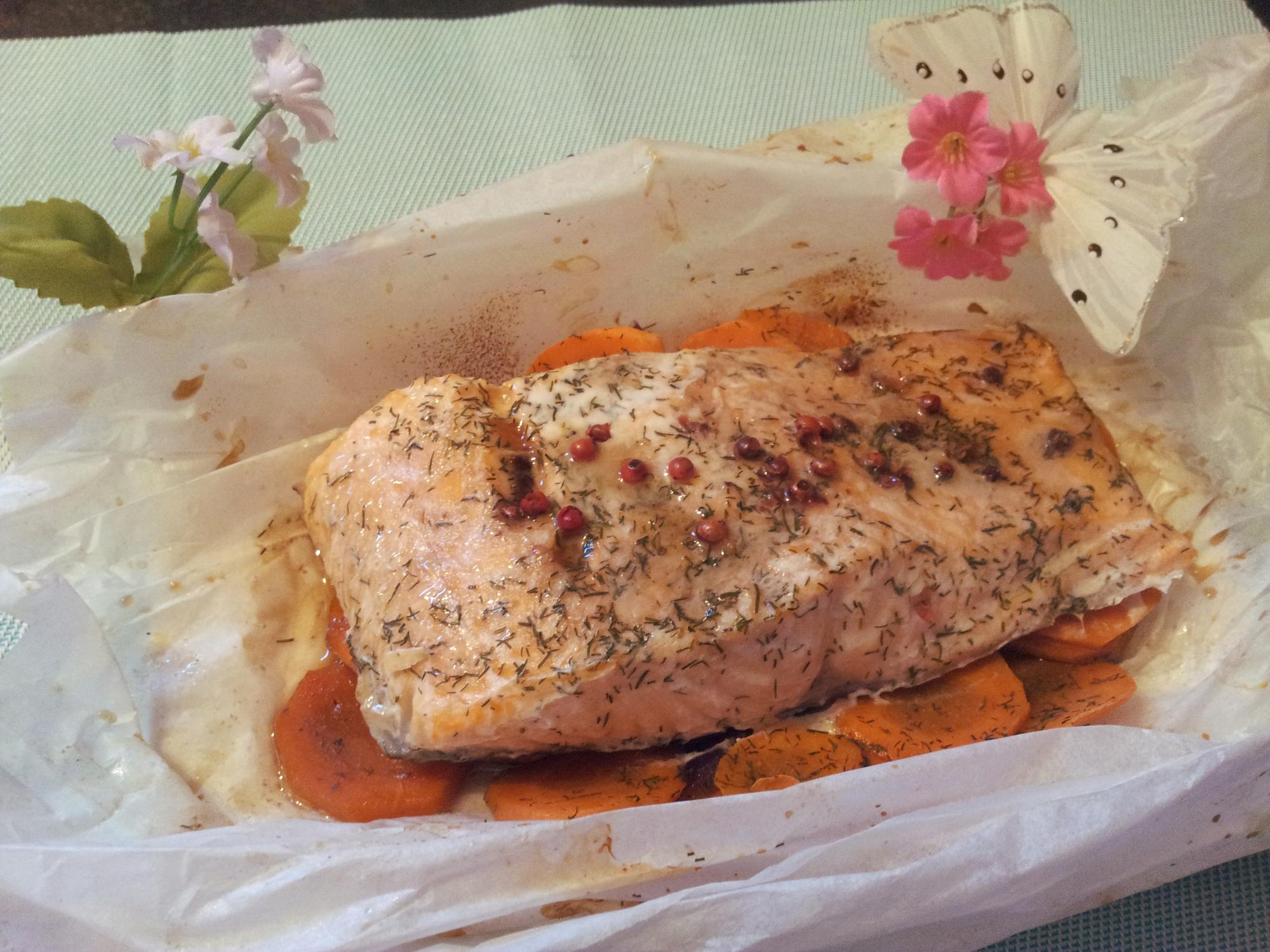 Papillote de saumon a l'aneth et baies roses