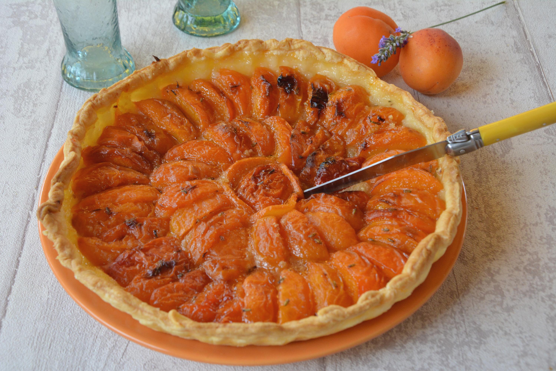 Tarte aux abricots parfumée à la lavande