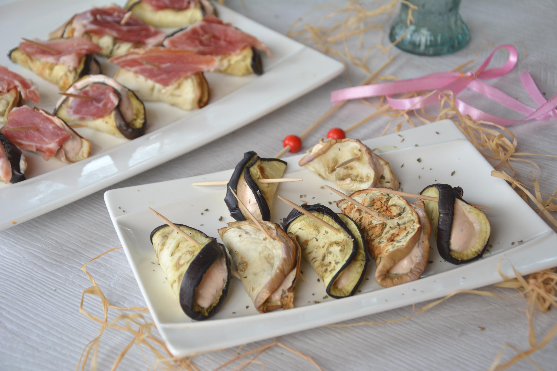 Bouchées d'aubergine au fromage frais, tomate et basilic