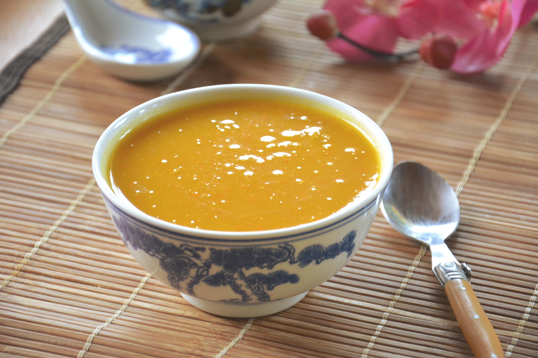 Soupe de potimarron, lait de coco et épices douces