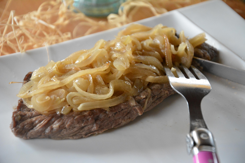 astuce pour attendrir steack : une marinade d'oignons !