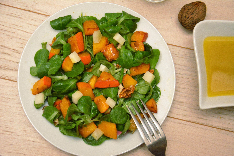 Salade mâche, potimarron, chèvre et noix
