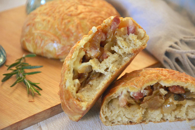 Petits pains garnis, d'inspiration savoyarde {raclette/oignon/lardons}