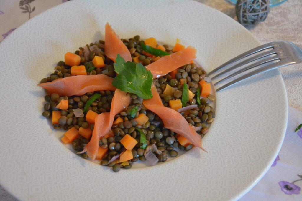 salade lentilles truite fumée - une idée entrée ou repas facile et rapide.