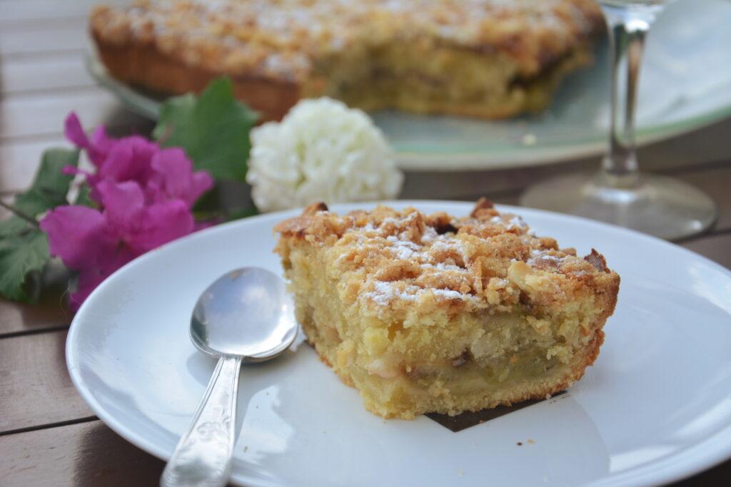 Crumb cake rhubarbe rôtie, vanille et amande