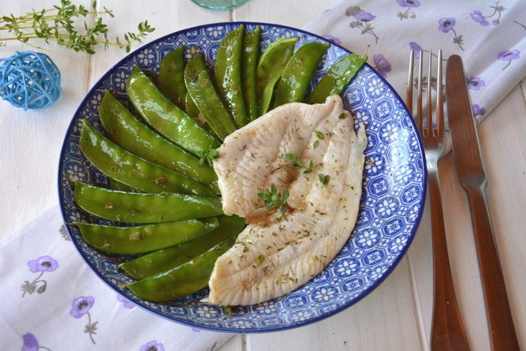 filet plie au citron, thym, aneth et pois gourmands sautés