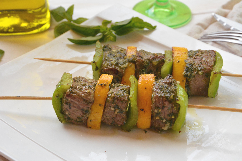 Brochettes de boeuf marinées au pesto - Idée barbecue