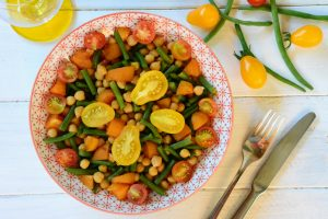 salade vegan pois chiches, haricots verts, abricots, cerises