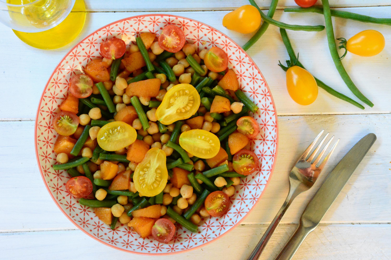 Salade de pois chiches, haricots verts, abricots, tomates cerises {#vegan}