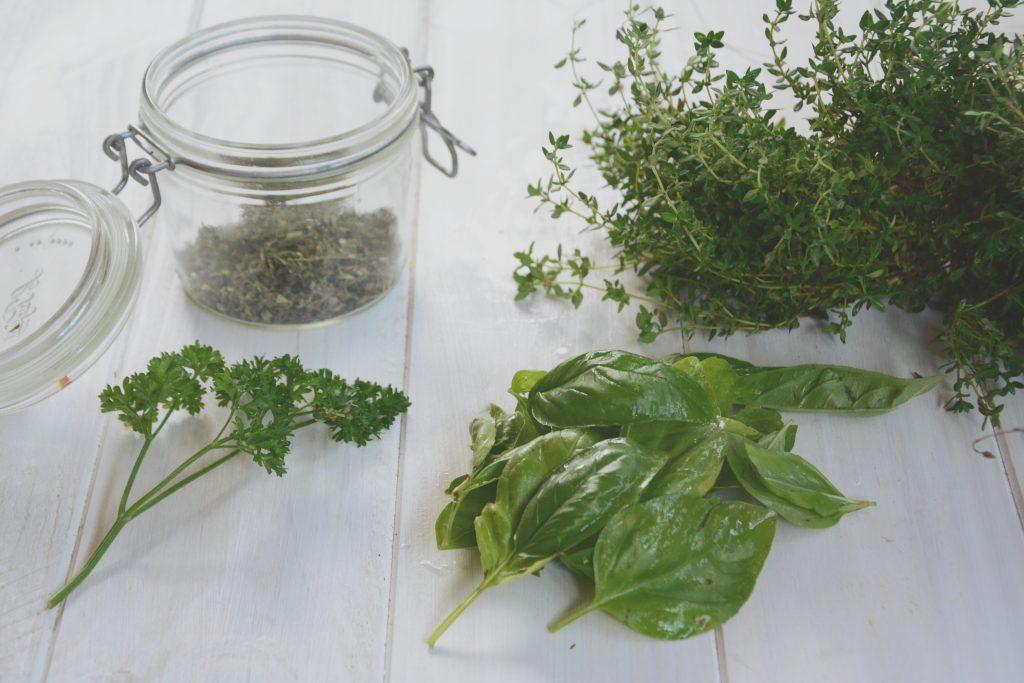 conserver herbes aromatiques du jardin - tutoriel
