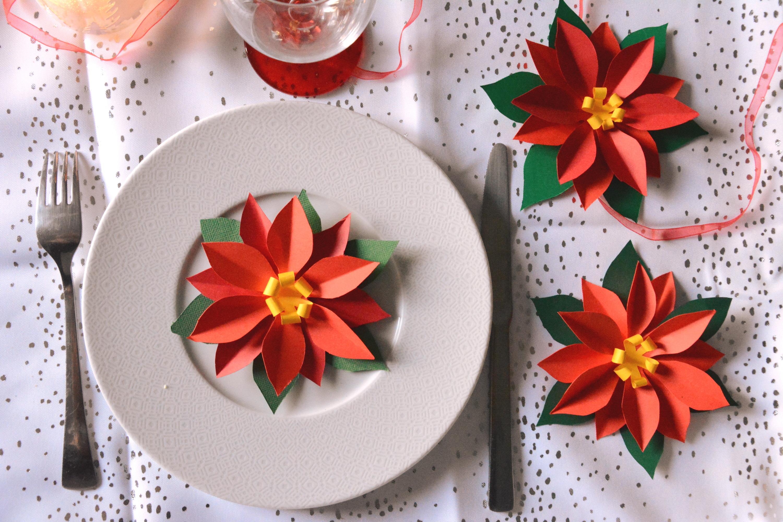 DIY – Des Poinsettias en papier pour décorer la table de noël