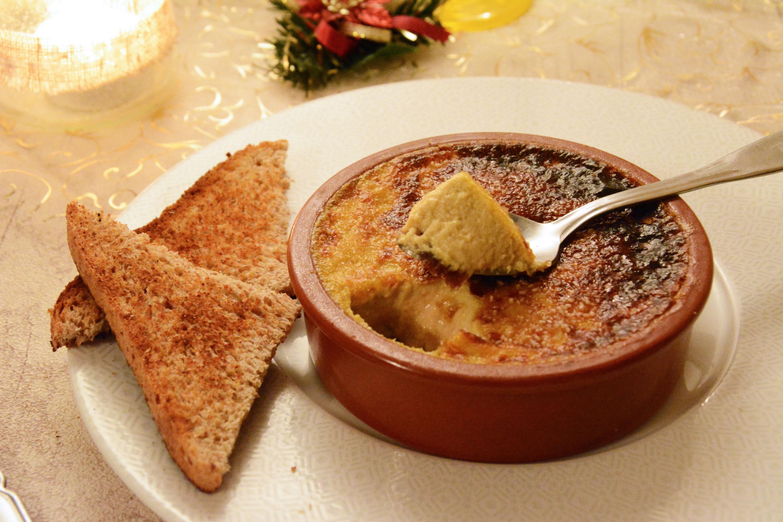 Crème brûlée au foie gras, fruits et muscadet.