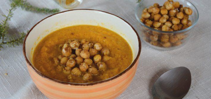 Soupe de carottes aux épices, pois chiches rôtis - Idée de soupe réconfortante et végétarienne - Au Fil du Thym