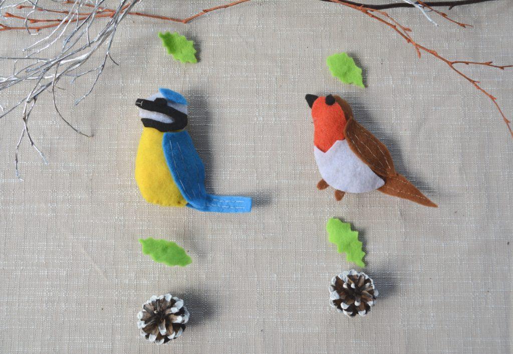 oiseau feutrine avec suspension : mésange bleue et rouge gorge