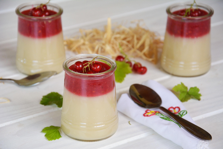 Crème d'amande au coulis de groseilles {#vegan)