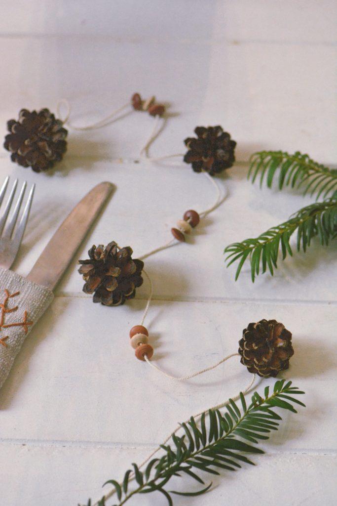 Guirlande de pomme de pin - déco table esprit nature