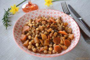 Tajine pois chiche végétarien aux navets boule d'or et raisins secs - Au Fil du Thym