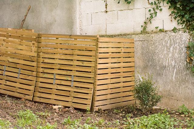 """Composteur de jardin """"low cost"""" avec des dalles de terrasse"""