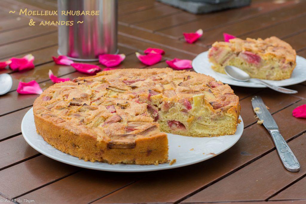 Gâteau moelleux rhubarbe amande, très facile à réaliser et idéal pour un dessert ou goûter gourmand!
