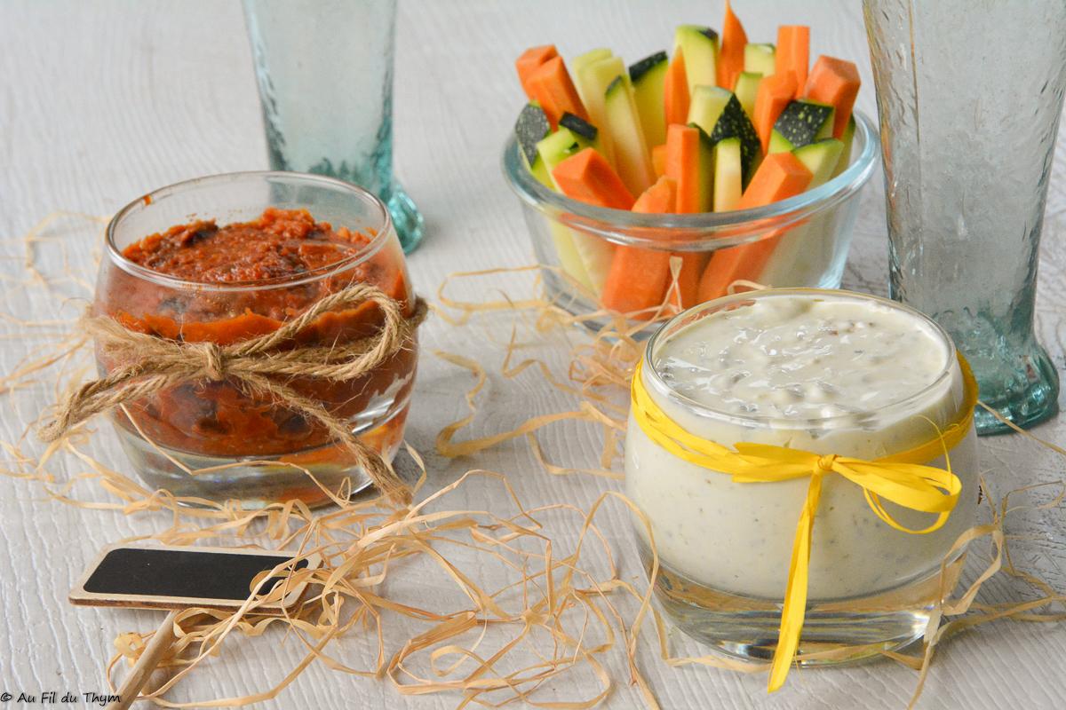 Dips de légumes crus, sauce fromage et tapenade de tomate