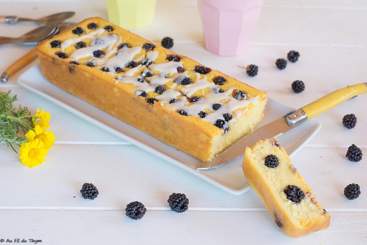 Cake du matin à la polenta et aux mûres (sans gluten)