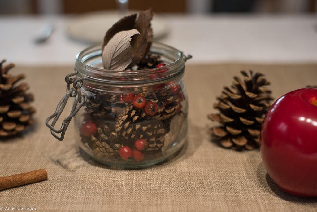 Bocal de pommes de pin // Décoration table fête nature // Au Fil du Thym