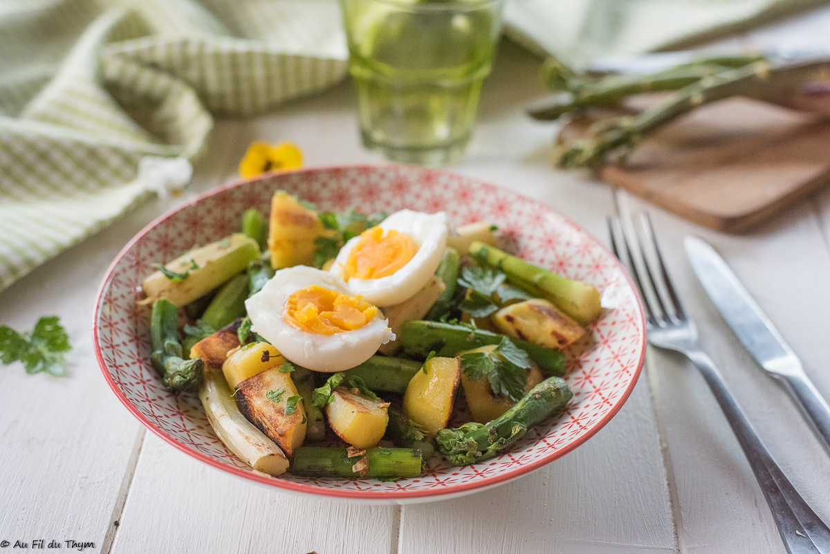 """Poêlée d'asperges, pommes de terre et œufs """"crémeux"""""""