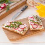cuisiner les légumes : tartines radis roquette