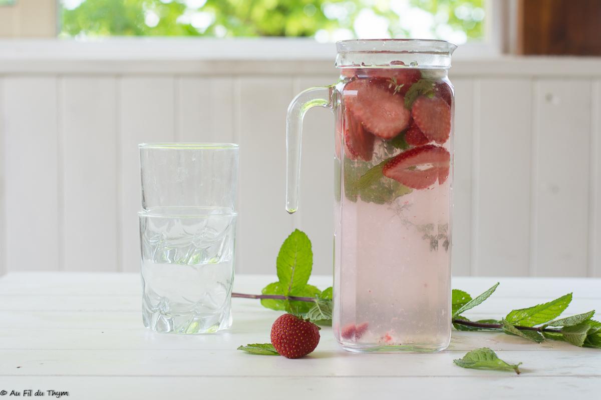 Eau infusée fraise et menthe (très frais)