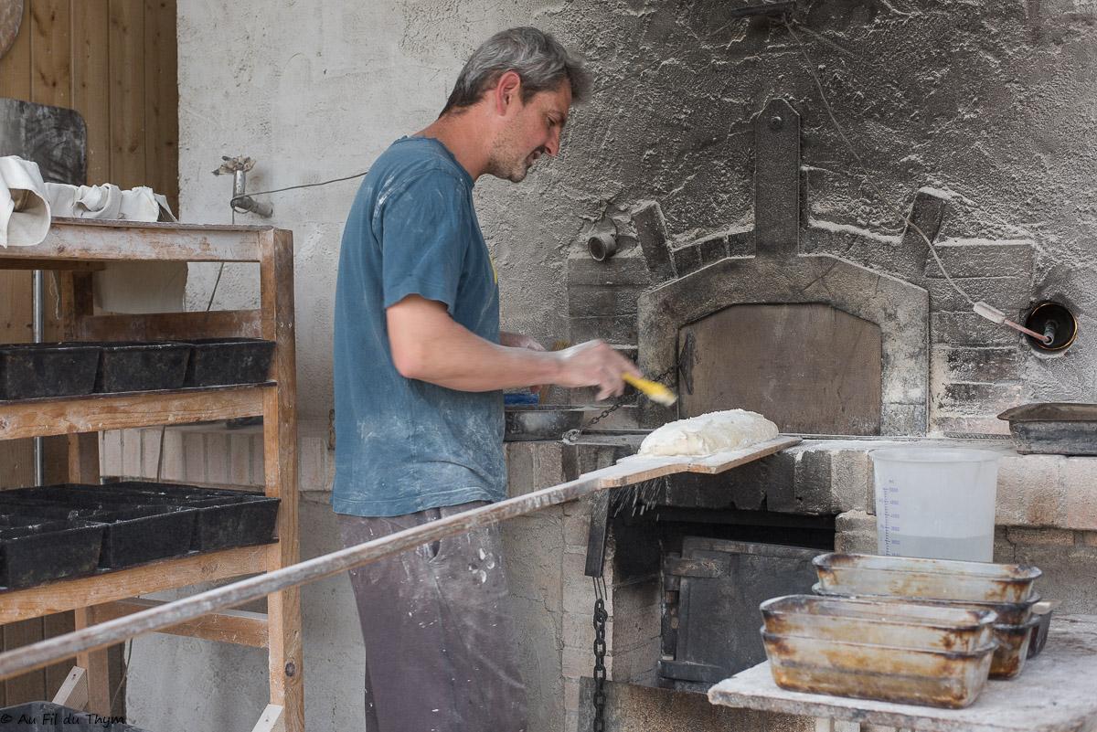 Vis ma vie d'exploitant bio : Thomas, paysan boulanger à la ferme de Routes (Bésayes)
