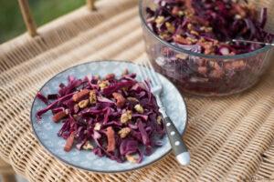 Salade chou rouge lardons noix - Au Fil du Thym