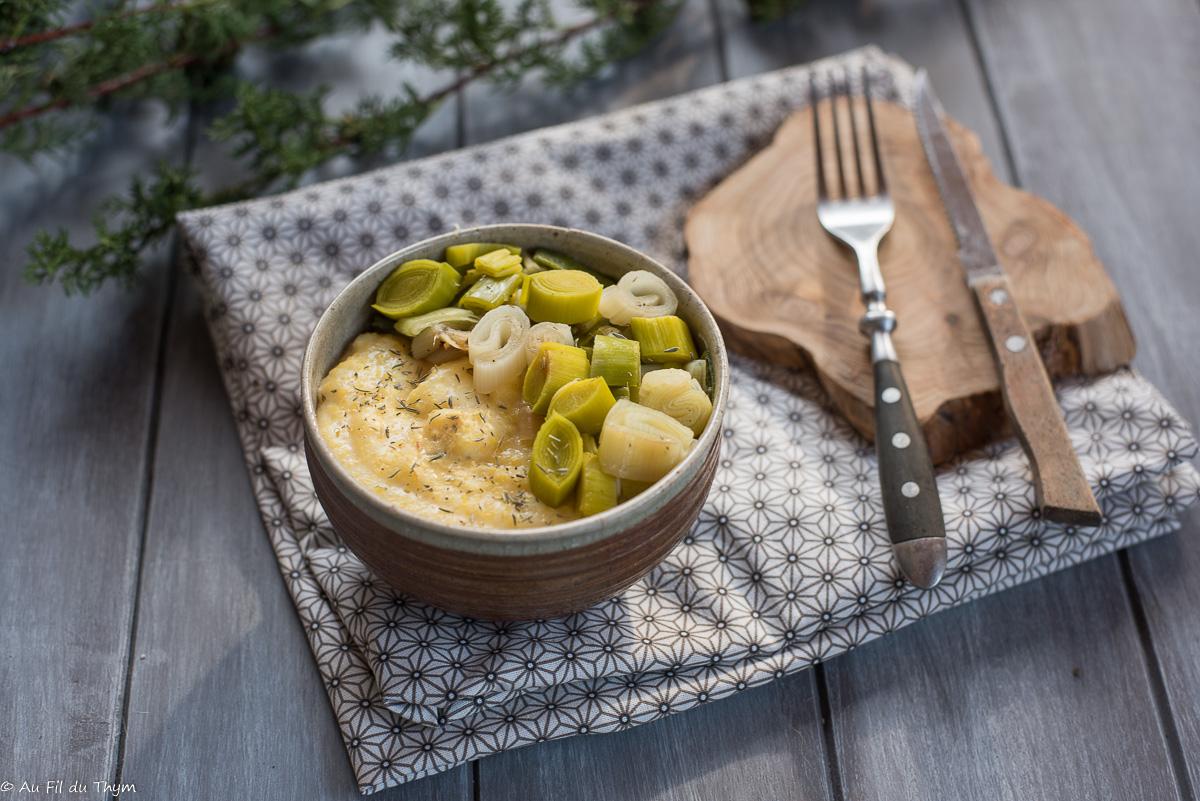 """Polenta crémeuse aux poireaux (""""polenta bowl"""")"""