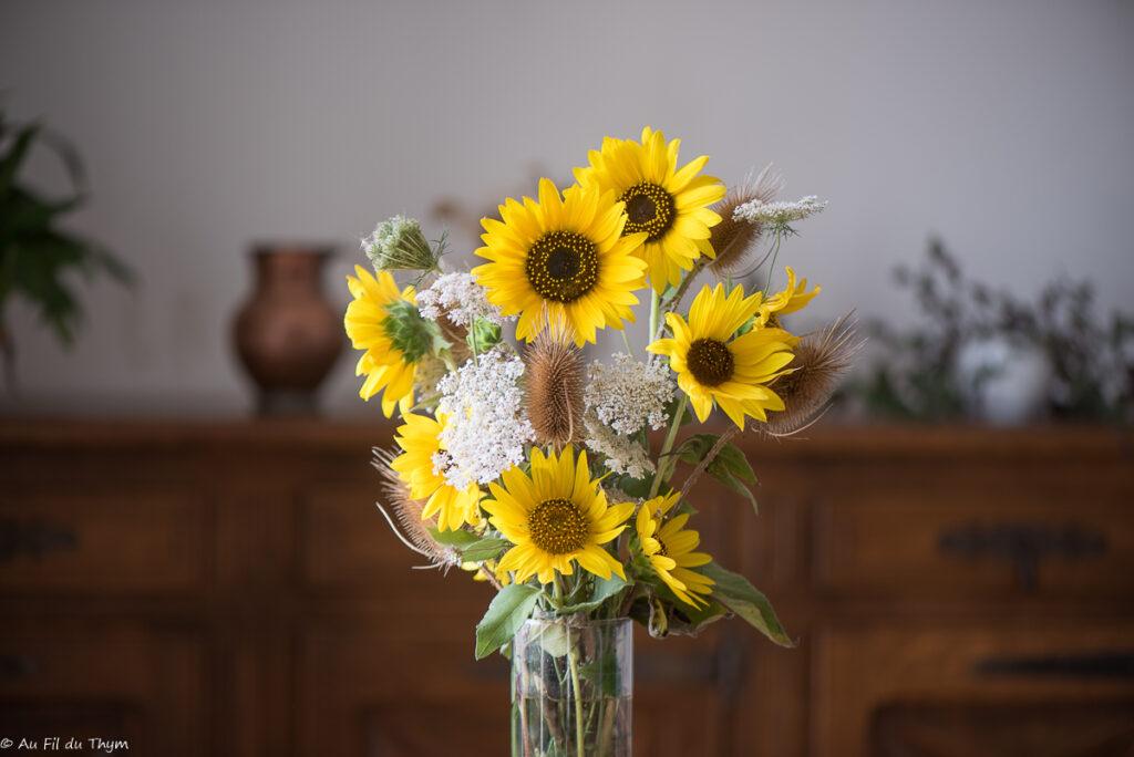 bouquets d'été : tournesols et cardères