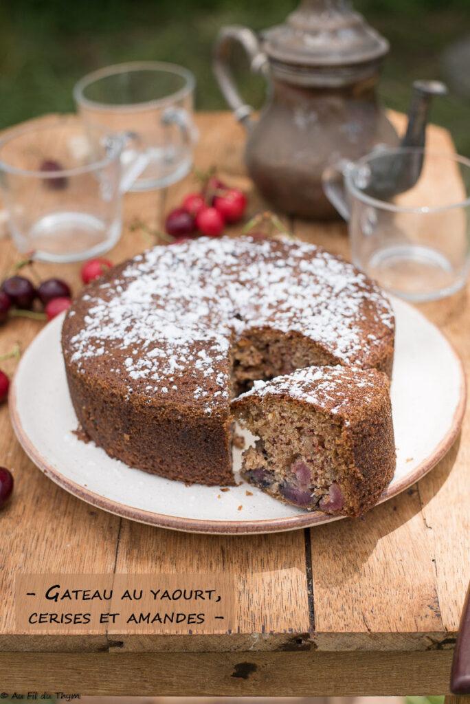 Gâteau cerises amandes,au yaourt - Au Fil du Thym